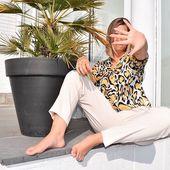 🐆 Le pantalon Etta signe le retour de la couleur crème. On aime l'associer à un imprimé animalier et du jaune ! Le chemisier Irina, notre coup de coeur et le pantalon Etta sont disponibles en ligne