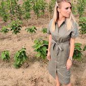Vous vous rappelez de la saharienne de Yves Saint Laurent ? La robe Milla nous rappelle ce modèle. @fallwinterspringsummer joue sur des matières naturelles et douces. Les couleurs sont sobres. Laissez-vous tenter par le 100% lin, définitivement une matière éco-responsable et durable ! 💚