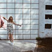 Qui a dit qu'il fallait forcément assortir sa tenue ? Et si on optait pour la facilité avec un ensemble ? Le top Emma et le short Kelly sont en 100% tencel, pour chouchouter notre planète 🌎 🌿 Le tencel, cette fibre écologique artificielle est un substitut à la viscose dans l'industrie textile car plus respectueuse de l'environnement !  Disponible en rose également 🎀 #pink #rose #secondfemale #artfusioncopenhagen #summer #ensemble #tenuedujour #vesteenjean #lyocell #tencel #ecofriendly #ecoresponsable #zerodechet