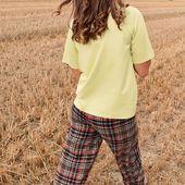 Le néon débarque dans nos garde-robes pour le plus grand plaisir de nos pièces trop sérieuses qui deviennent soudainement notre meilleur allié pour suivre avec le néon ! ⠀ 💚 Le pantalon LEI et le top DEVIN sont disponibles online!