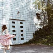 Du denim pour la robustesse et du rose pour la touche girly. 🎀 On craque sur la veste Jenny !  Petit bonus, l'ensemble est en tencel, vous savez ce que c'est?  On vous explique tout cette semaine ✌🏻 #pink #rose #secondfemale #artfusioncopenhagen #summer #ensemble #tenuedujour #vesteenjean
