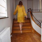 «Quand on me dit que c'est bientôt lundi» .... La robe Branch est disponible en ligne (lien dans la bio) ☀️☀️☀️ #secondfemale #pioupiou #liberty #fleuri  #romantisme #robe #jaune #ocre #plage #dune #longuerobe #blonde #skndnv